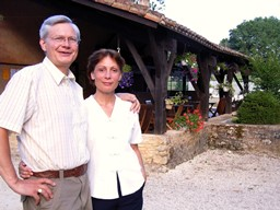 Domaine de Gavaudun - cottages in top class Dordogne holiday park - welcome by the owners