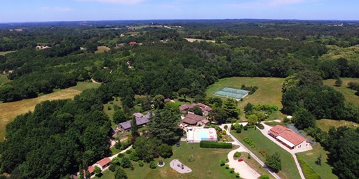 Domaine de Gavaudun in the Dordogne - cottages in top class Dordogne holiday park - bar, heated pool, tennis