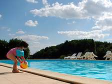 Swimming pool for holiday resort cottages in Dordogne-Lot Gavaudun