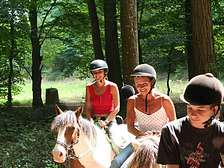 Horse riding in the Dordogne-Lot from holiday park cottages of Domaine de Gavaudun