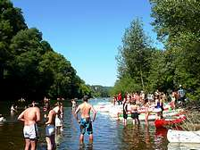 Canoe-kayak activities close to Domaine de Gavaudun cottages resort and holiday park in Dordogne Lot