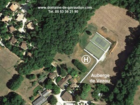 Helicopter in Dordogne-Lot - Auberge de Vezou - Gavaudun vacation resort - swimming pool, bar and tennis