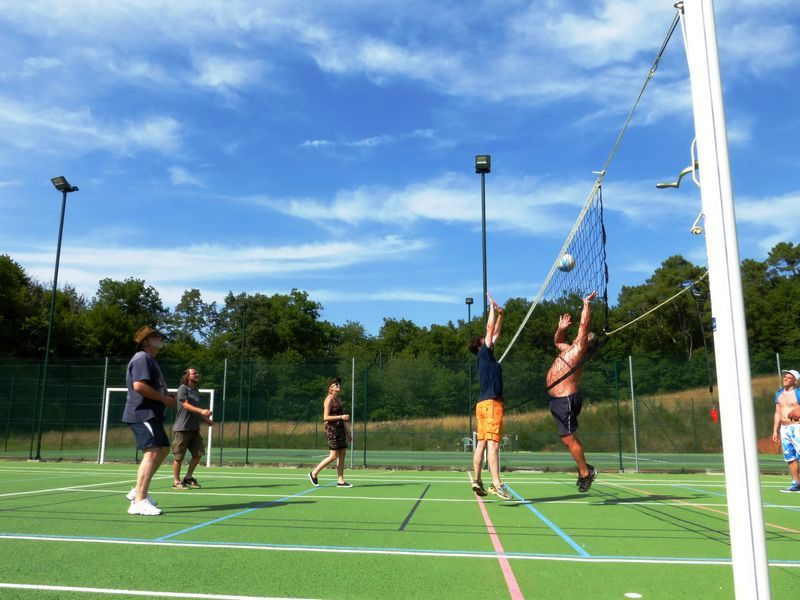 a_Volley-ball_vacances_Perigord_Gavaudun